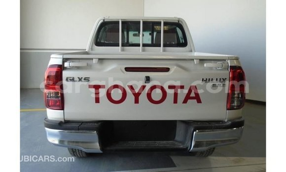 Buy Import Toyota Hilux White Car in Import - Dubai in Ashanti