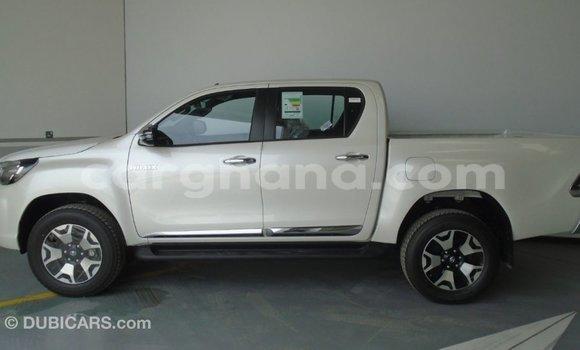 Buy Import Toyota Hilux White Car in Import - Dubai in Ashanti