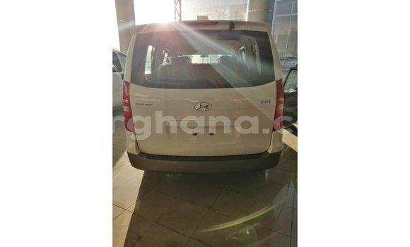 Buy Import Hyundai Accent White Car in Import - Dubai in Ashanti