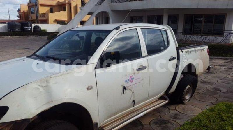 Buy Used Mitsubishi L200 White Car In Kumasi In Ashanti Carghana
