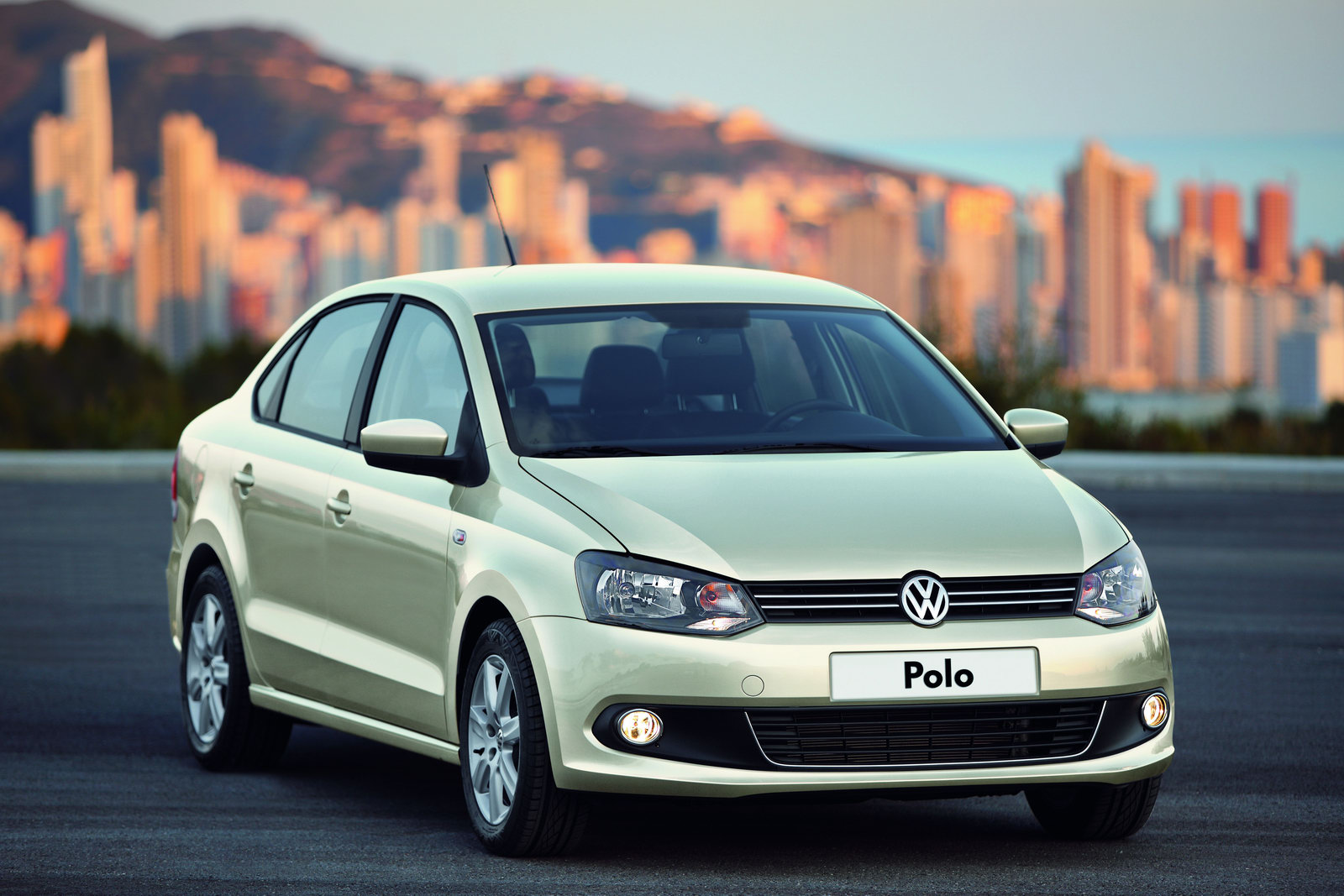 Volkswagen polo sedan 06