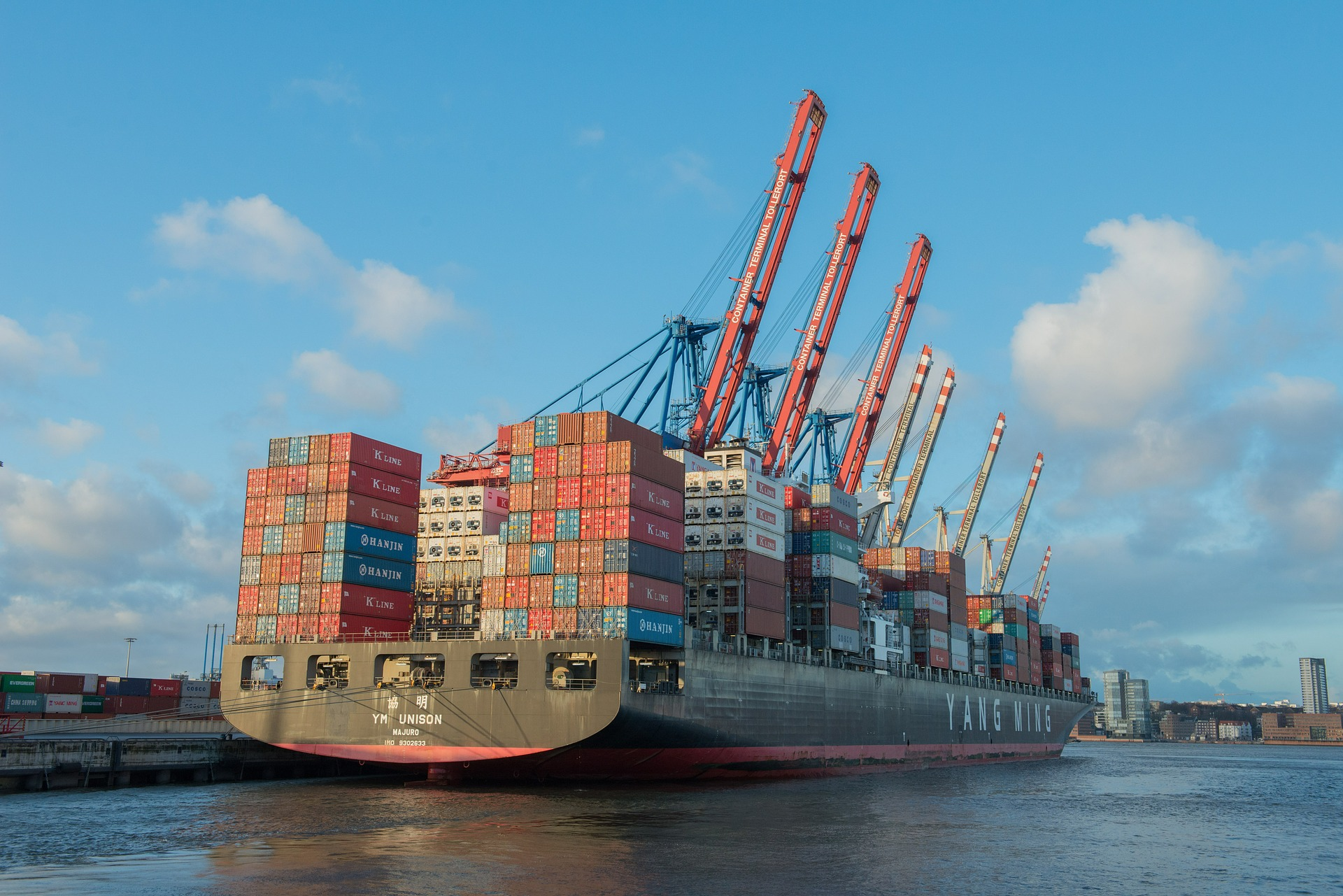 Container ship 596083 1920